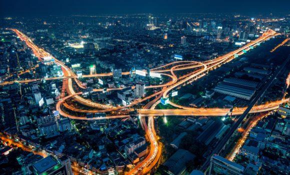 Dlaczego warto zdecydować się na transport drogowy?